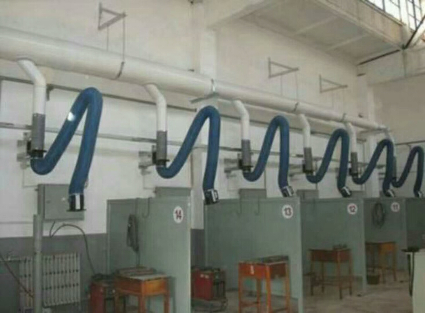 焊接车间焊烟集中处理管道及吸尘罩的布置